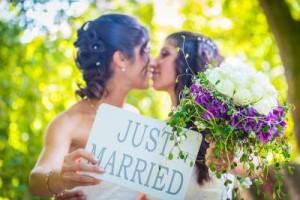 OP-Homoseksuelt-ægteskab-same-sex-marriage-homo-vielser-bryllup-tropisk-bryllup-300x200